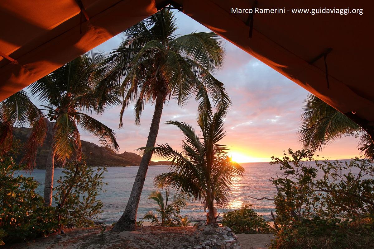 L'alba, Kuata, Isole Yasawa, Figi. Autore e Copyright Marco Ramerini