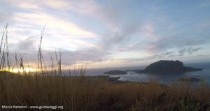 L'alba dal Monte Tamasua, Nabukeru, Yasawa, Figi. Autore e copyright Marco Ramerini