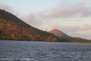 Monte Tamasua, Nabukeru, Yasawa, Figi. Autore e copyright Marco Ramerini.