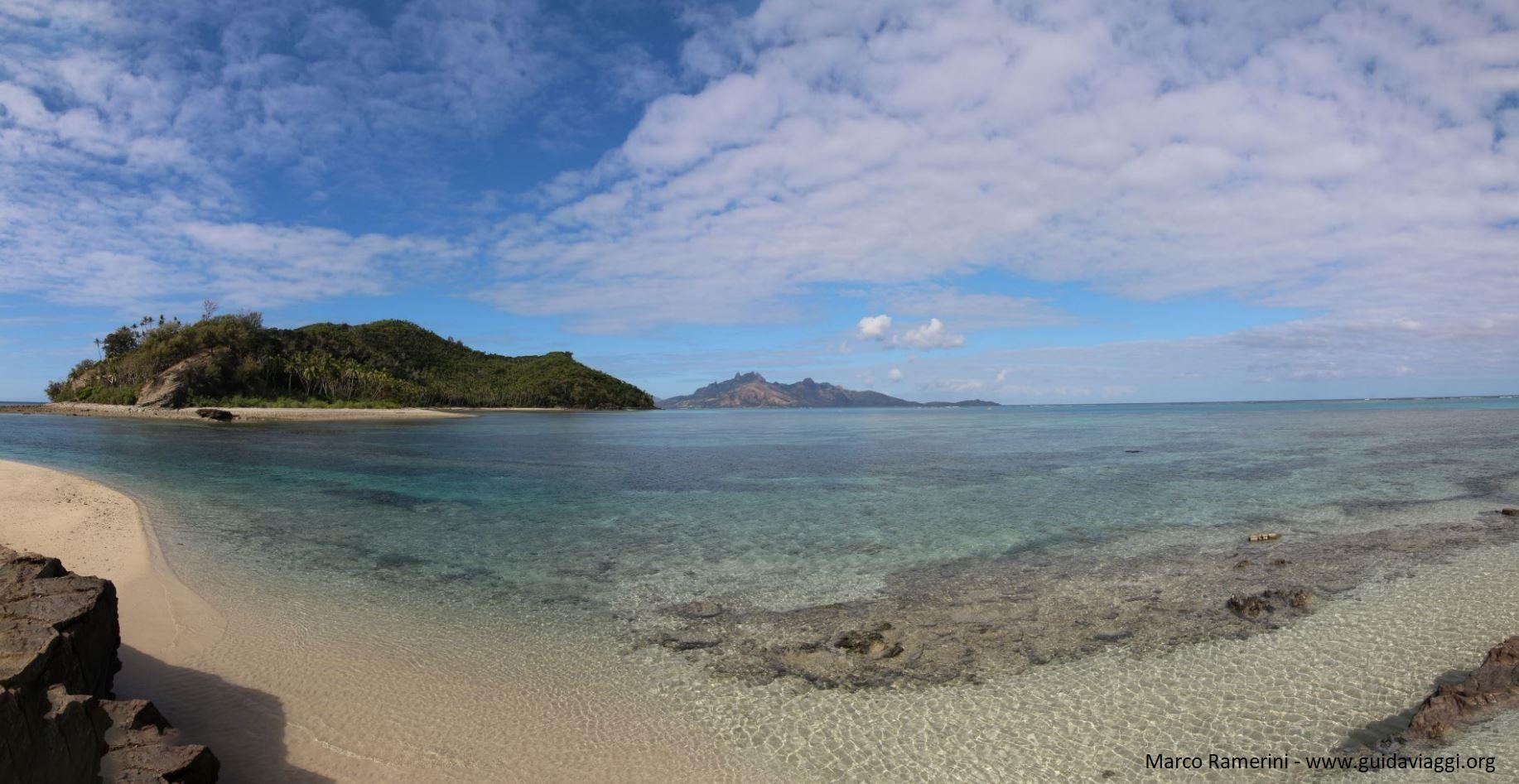 Panoramica della laguna di Narara vista da Naukacuvu, Isole Yasawa, Figi. Autore e Copyright Marco Ramerini