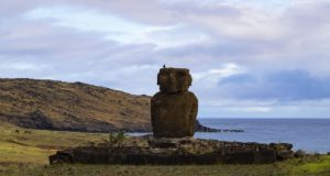 Ahu Ature Huke, Anakena, Isola di Pasqua, Cile. Autore e Copyright Marco Ramerini.