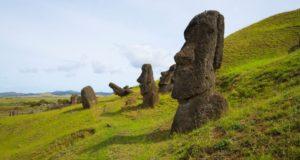 Rano Raraku, Isola di Pasqua, Cile. Autore e Copyright Marco Ramerini