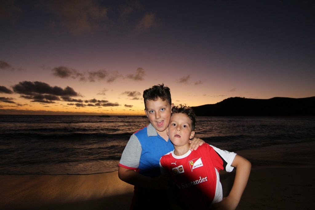 Andrea e Mattia, Waya island, Yasawa, Figi. Autore e Copyright Marco Ramerini