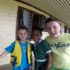 Andrea e Mattia con un amichetta, Ratu Namasi Memorial School, Yasawa island, Figi. Autore e Copyright Marco Ramerini