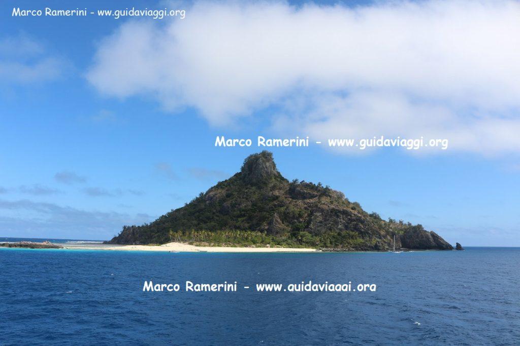 Una delle tappe della crociera alle isole Mamanuca è Monuriki Island, Mamanuca, Figi. Autore e Copyright Marco Ramerini.