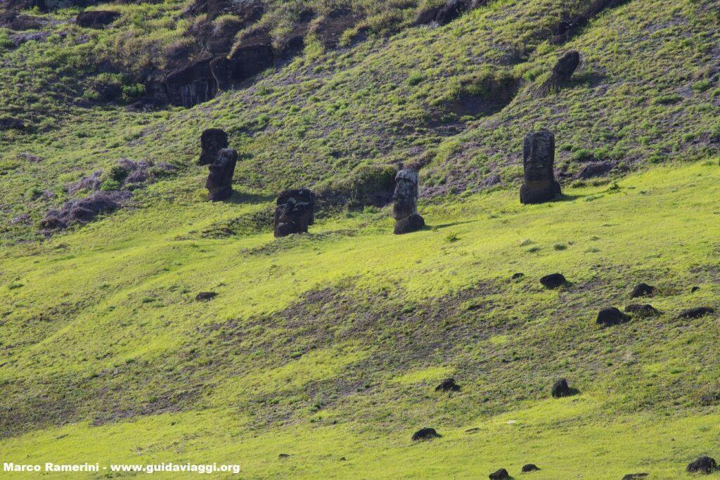 Rano Raraku, Isola di Pasqua, Cile. Autore e Copyright Marco Ramerini,
