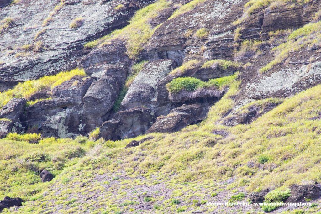 Rano Raraku, Isola di Pasqua, Cile. Autore e Copyright Marco Ramerini..