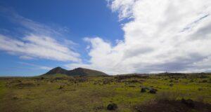 Rano Raraku, Isola di Pasqua, Cile. Autore e Copyright Marco Ramerini...