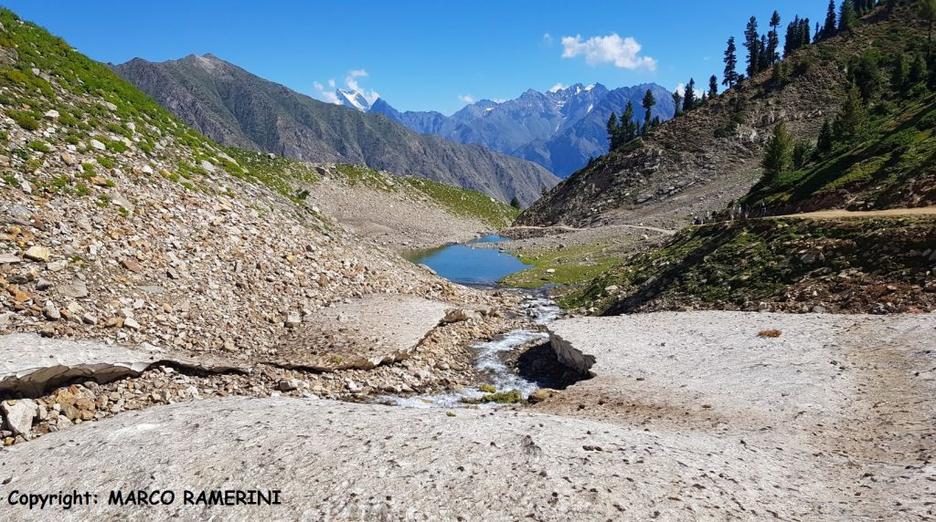 La strada che porta al Lago Rama, Pakistan. Autore e Copyright Marco Ramerini